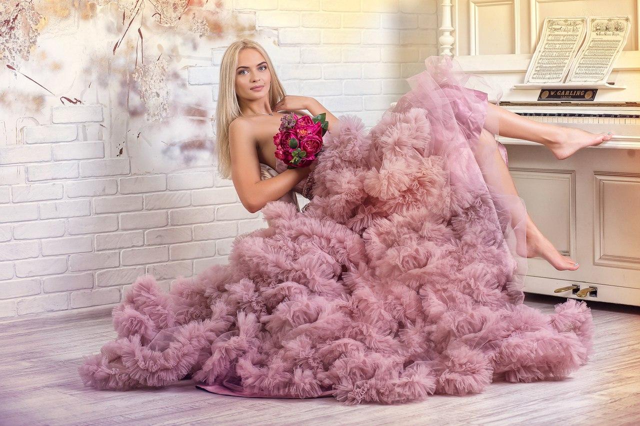 Фото девушки в платье-облако